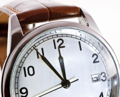 Uhr fünf Minuten
